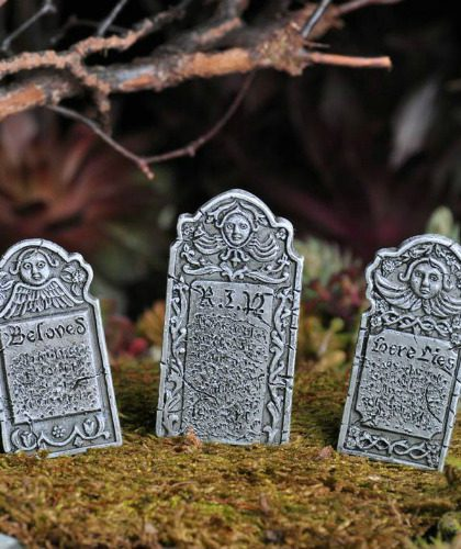 victorian-grave-stones-miniature-halloween